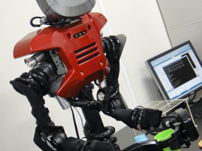 自分で考えてお茶を入れるロボット